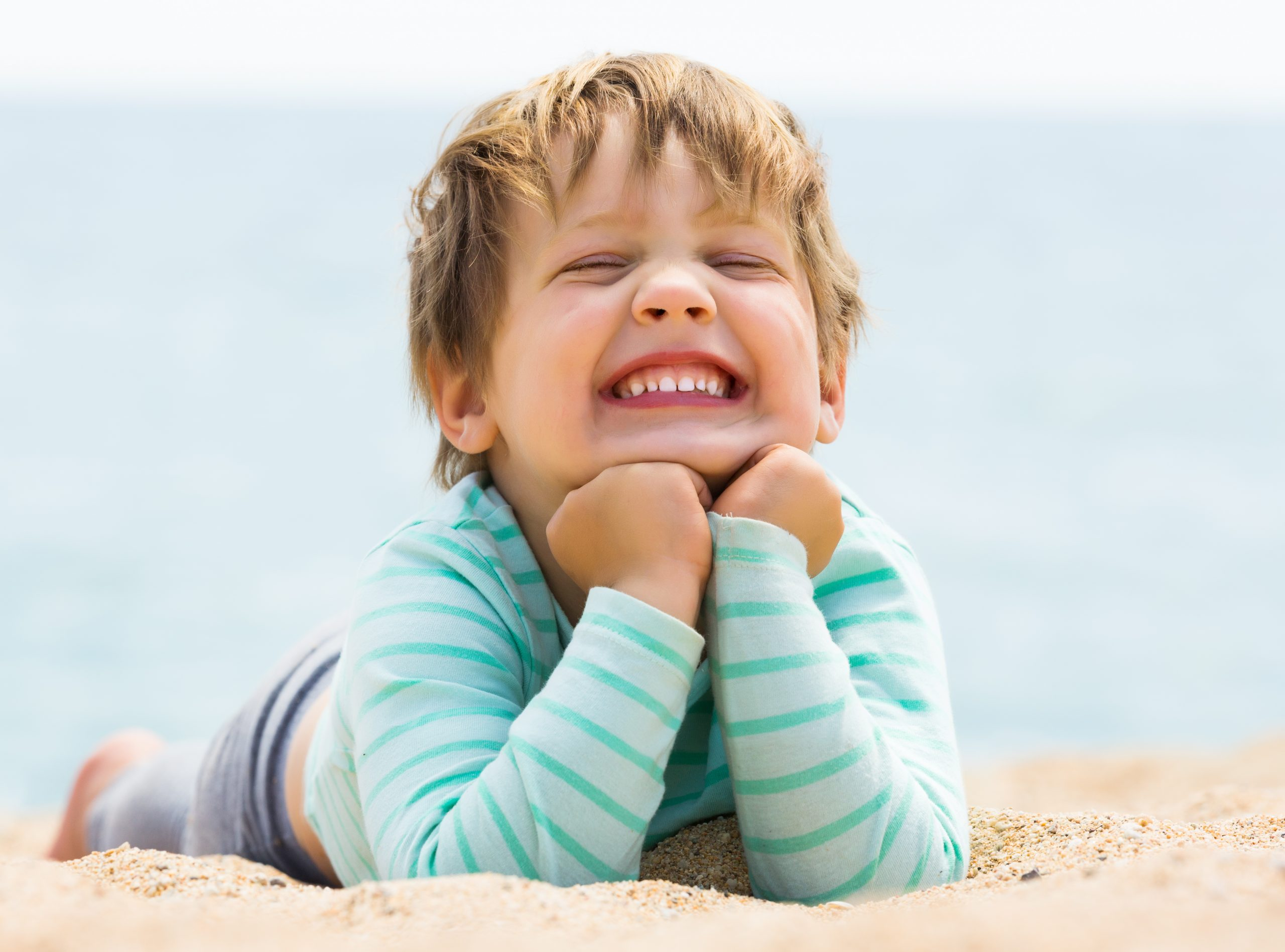 4 Συμβουλές για διατηρήσουν τα παιδιά σας ένα υγειές καλοκαιρινό χαμόγελο