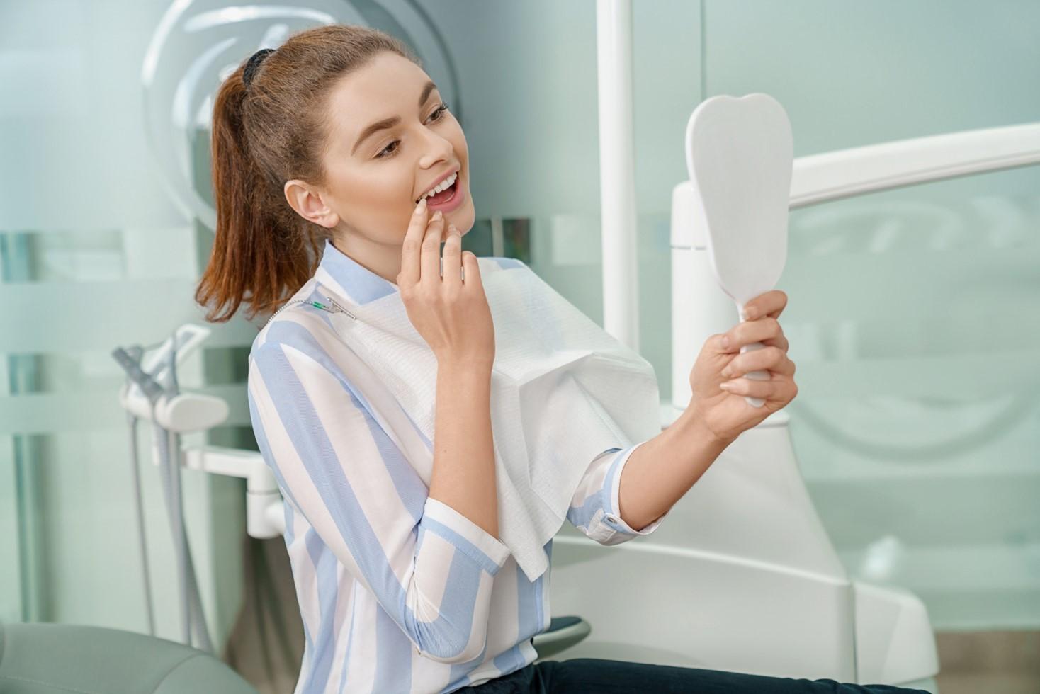 9 Ενδείξεις που μας υποδεικνύουν ότι πρέπει να επισκεφθούμε την οδοντίατρο