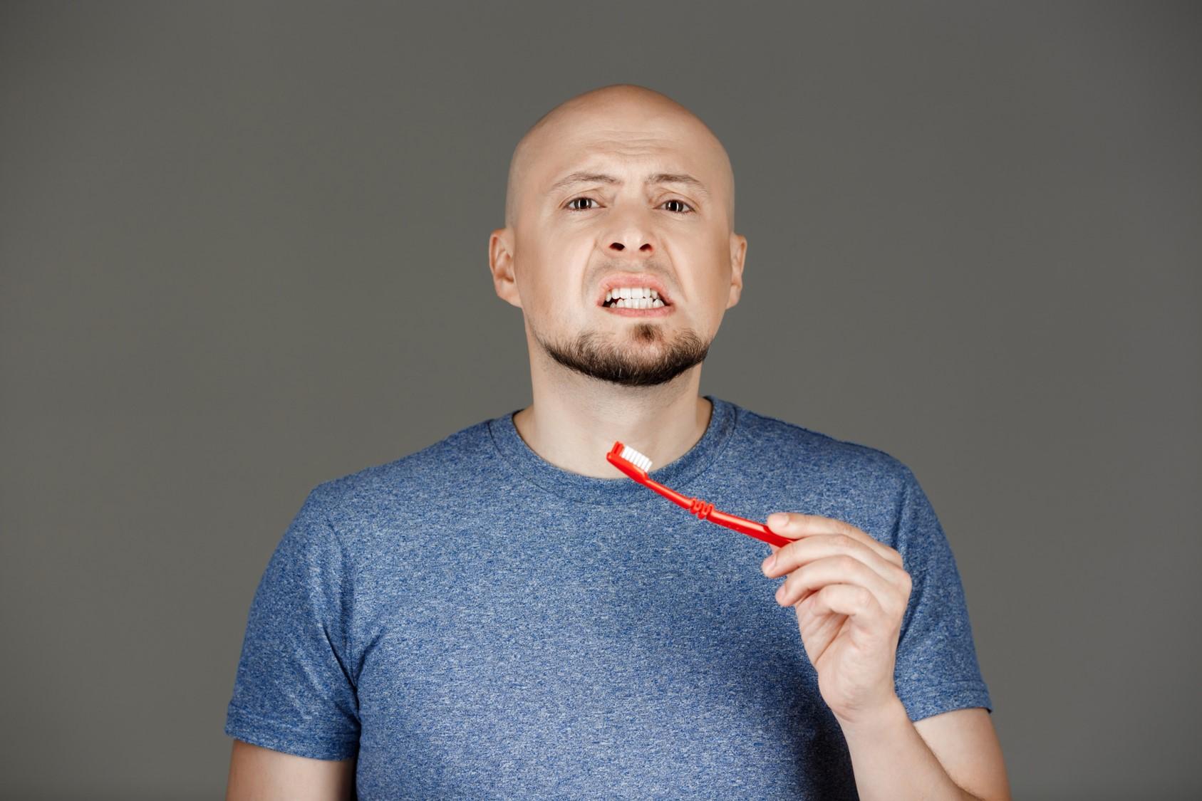 Γιατί τα ούλα μου ματώνουν όταν βουρτσίζω τα δόντια μου;
